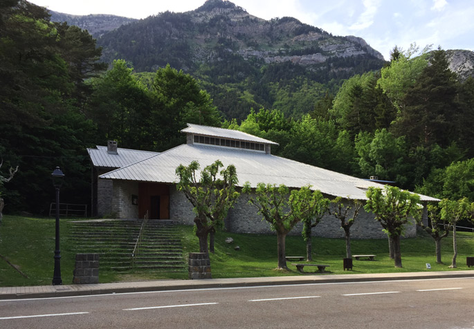 a+t visits the church by Fisac in Canfranc