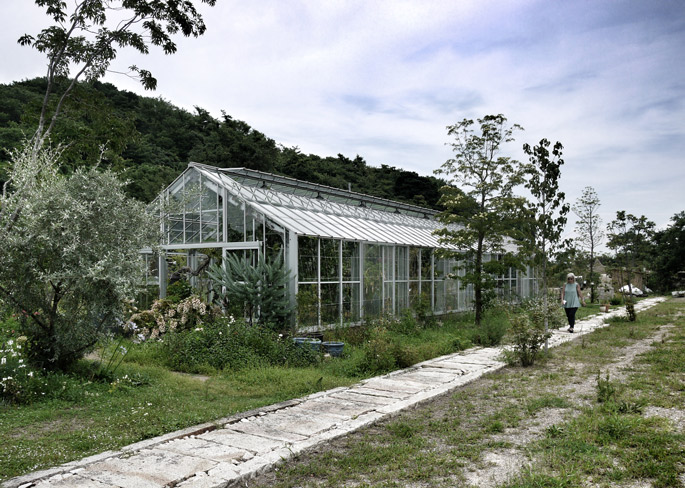 a+t visits  Inujima Life Garden