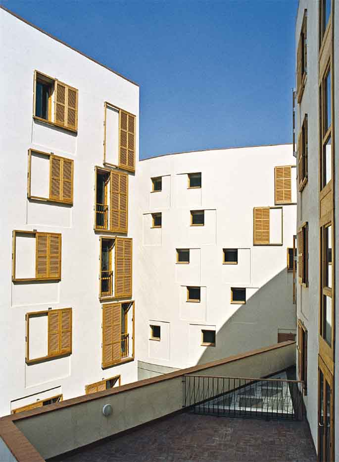 EMBT. Collective housing in Barcelona. Spain